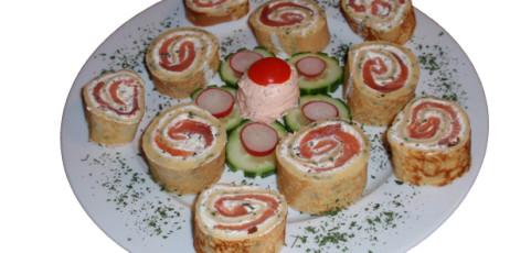 Lachs-Kräuter-Palatschinke (Fingerfood)
